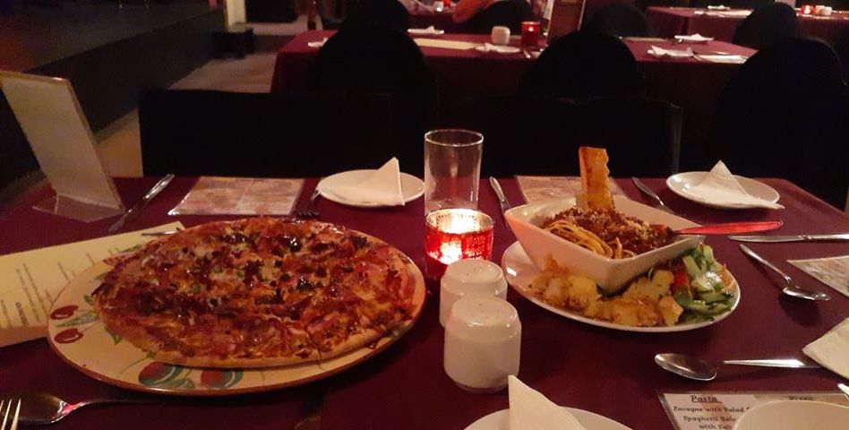 Table pizza and Pasta._n